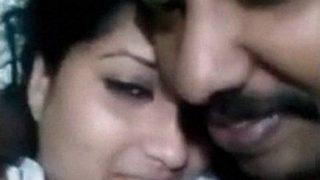 केरल से कट्टर रोमांस के साथ मल्लू पत्नी