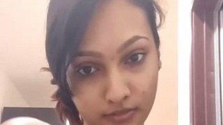 एक कॉलेज लड़की की तमिल न्यूड स्ट्रिप सेल्फी